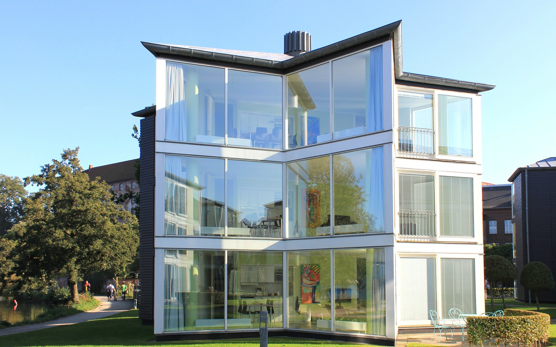 glass-house-76934_1920